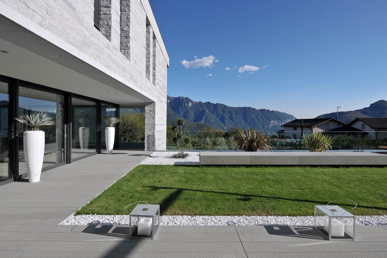 Villa in Carona, lawn and external area – Sangiorgio