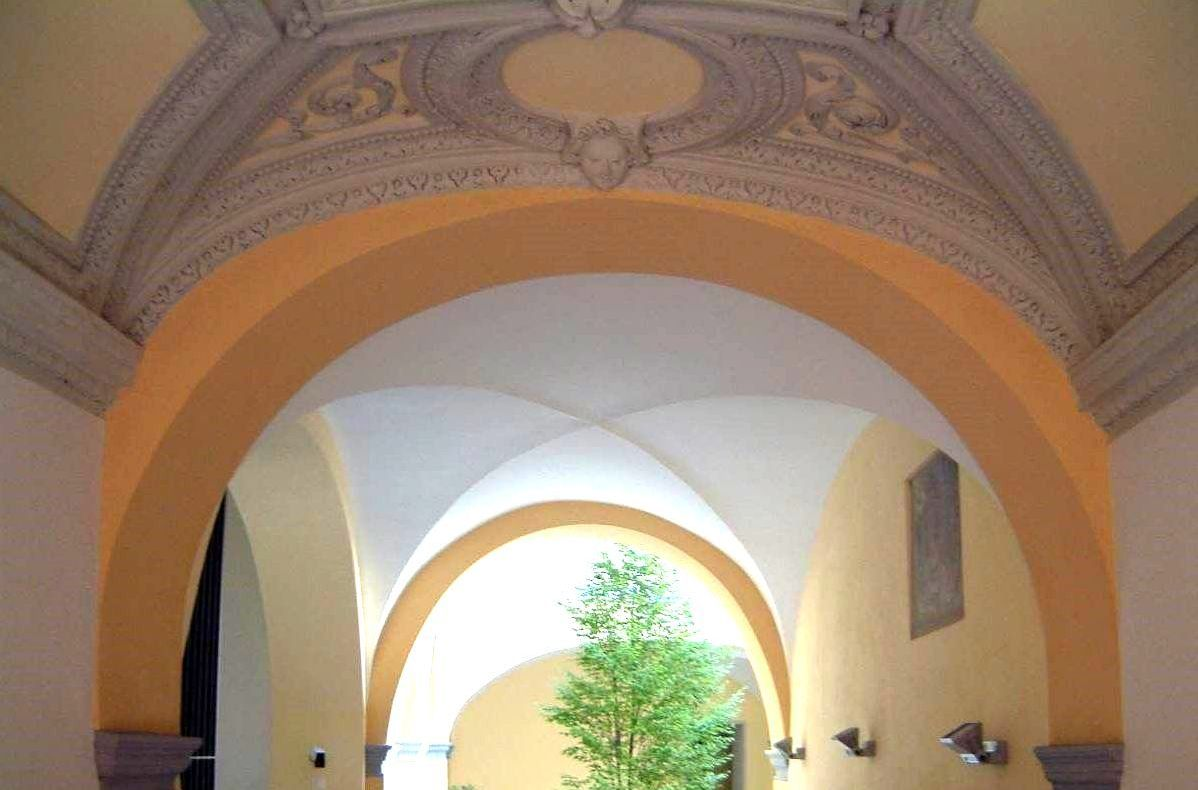 Renovation of Curt di Boss, interior arches – Sangiorgio Architects