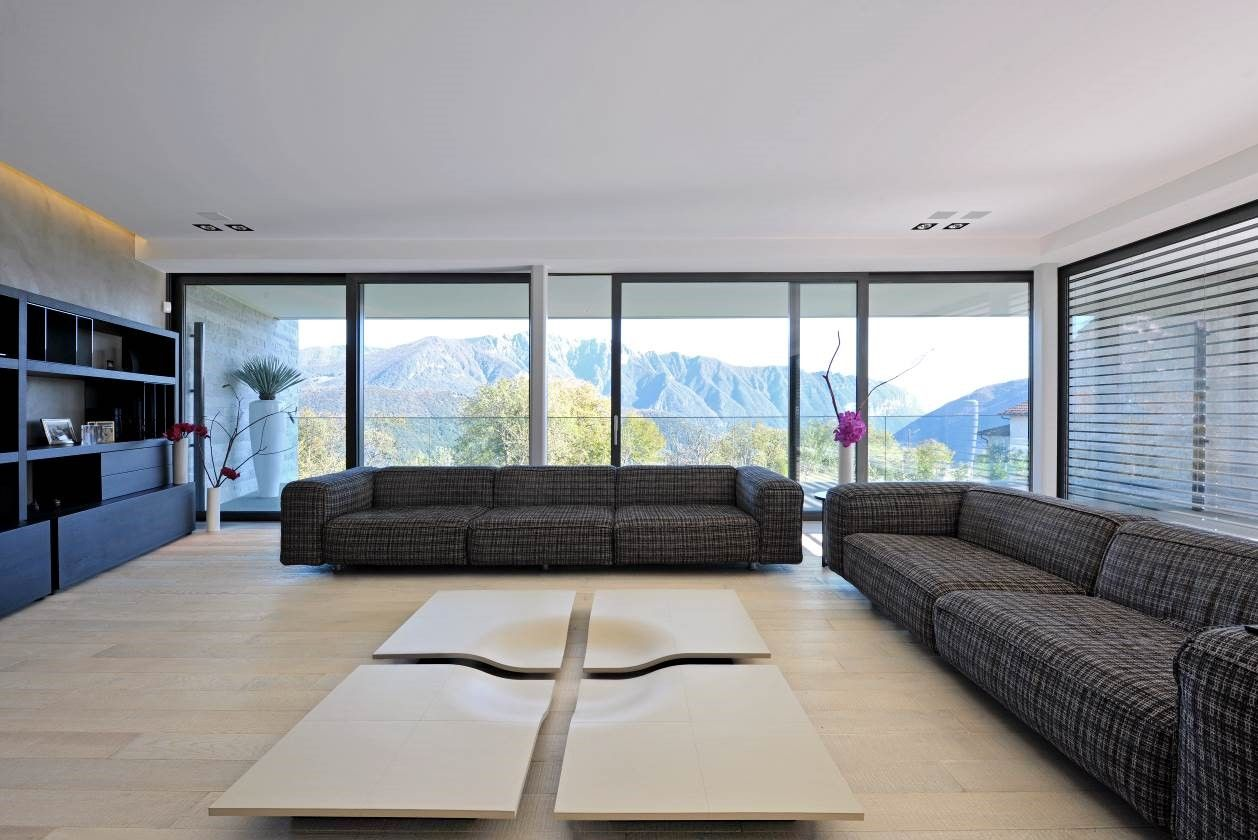 Villa in Carona, living room with sofas – Sangiorgio